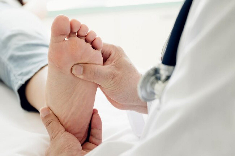 Ezek a jelek betegségekre utalhatnak a lábadon