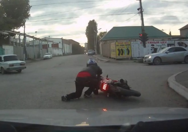 Ilyen mikor valaki részegen ül motorra!