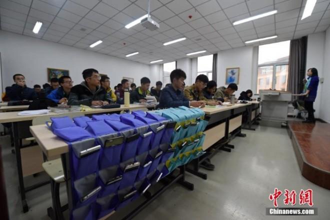Egy Kínai iskolában így oldják meg a mobil kérdést