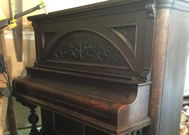 Nem fogod elhinni mi lett ebből a régi, rozzant zongorából!