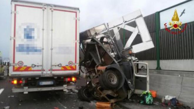 Halálos balesetet szenvedett egy Magyar diákokat szállító busz Olaszországban.