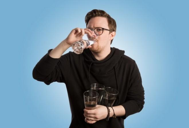 Ez a férfi egy hónapig minden nap megivott 3,5 Liter vizet! Elképedtünk mit tapasztalt!