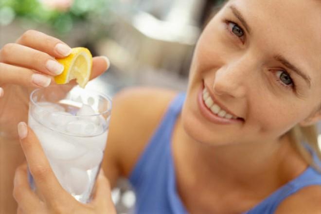 Ez a nő, 2 hónapon keresztül citromos vízzel kezdte a napját, elképedtünk mit tapasztalt!