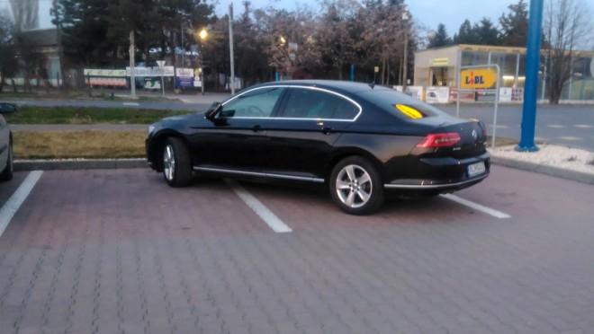 Így parkol egy igazi FIDESZ-es polgármester!