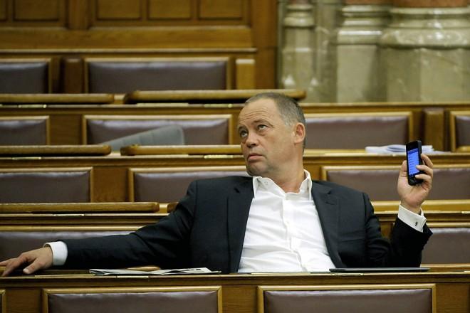 Látta már a részegen felszólaló magyar politikust?(VIDEO)