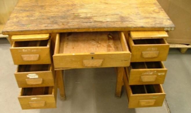Ezért ne dobja ki a rozoga, régi és kopott íróasztalt!
