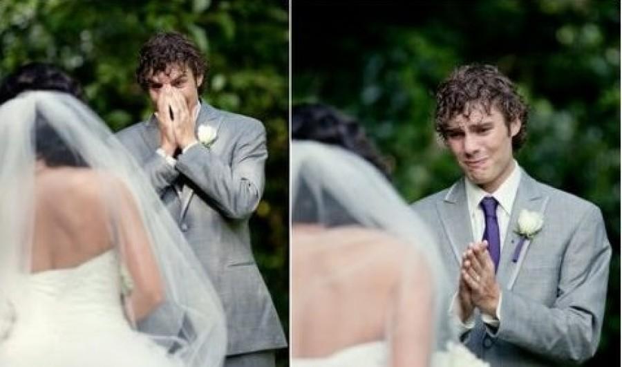 Így reagálnak a férfiak mikor, elsőnek megpillantják párjukat az esküvő napján!