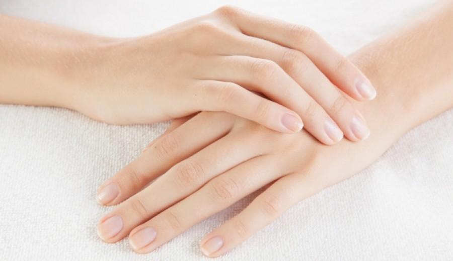 Mélyedések a körmön, elszíneződések a körmökön? Nagy baj jelei is lehetnek!