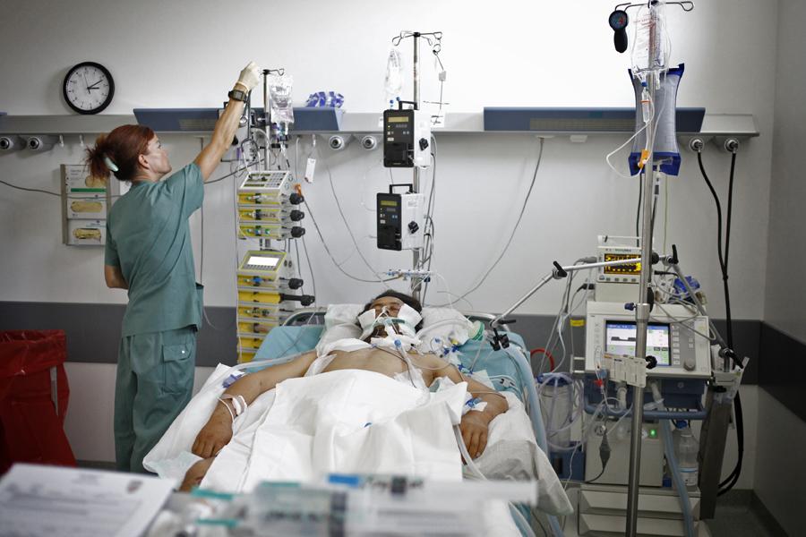 A klinikai halálból arra ébredt a magyar közismert férfi, hogy felesége ordít vele!