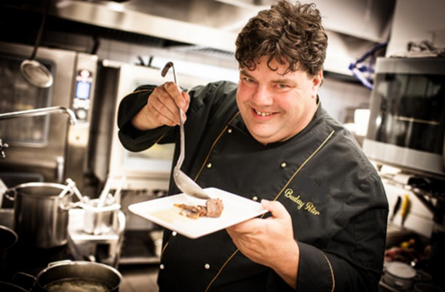 Rá sem ismertünk a magyar sztárszakácsra aki 50 kilót fogyott saját receptjeivel!