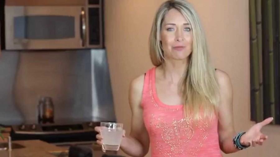 Ez a nő egy éven át citromos vizet fogyasztott, nem fogod elhinni, hogy mit tapasztalt!