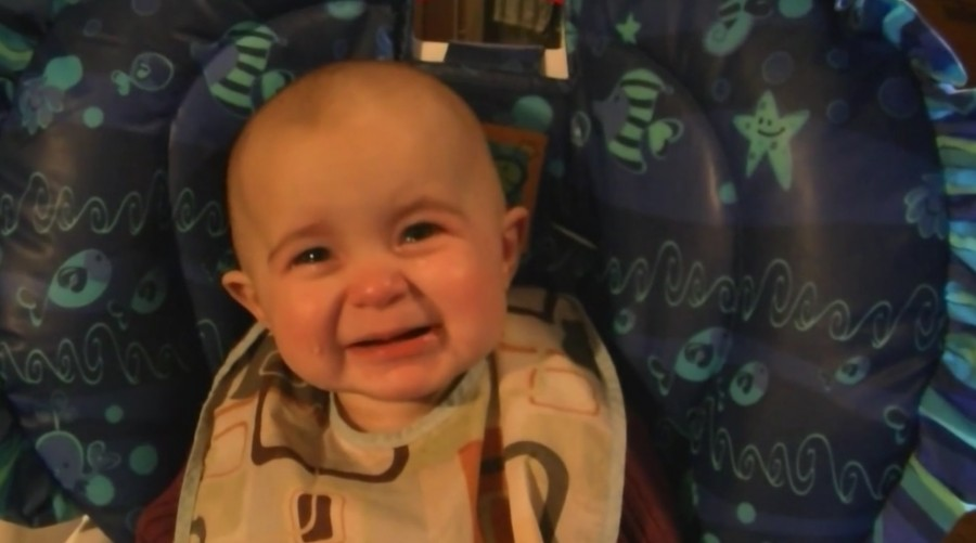 Láttad már a 10 hónapos babát aki anyja énekére elsírja magát?