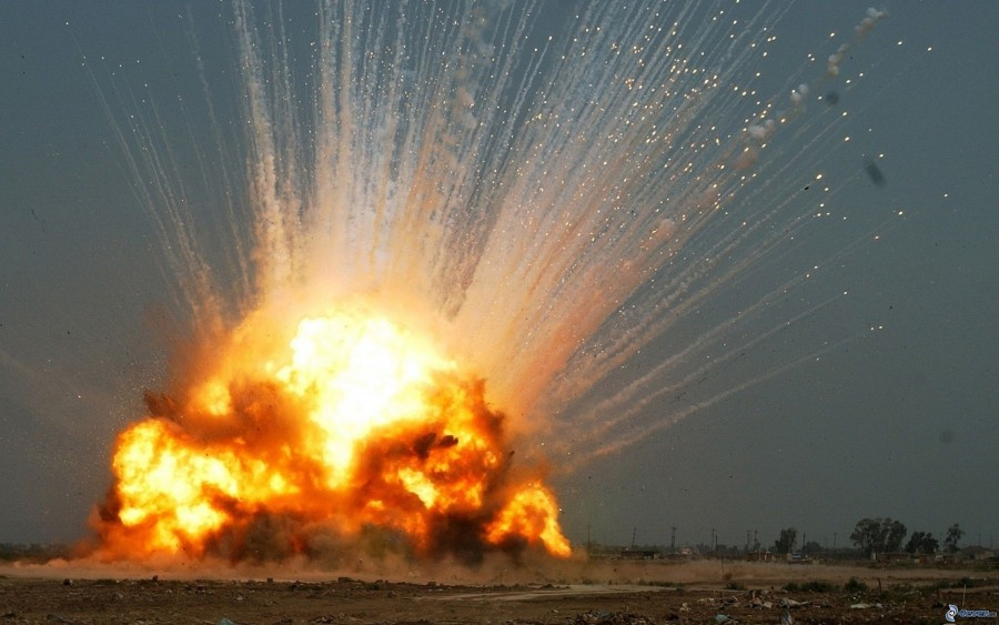 Hatalmas robbanás Tatabányán! Több város tűzoltói a helyszínen!