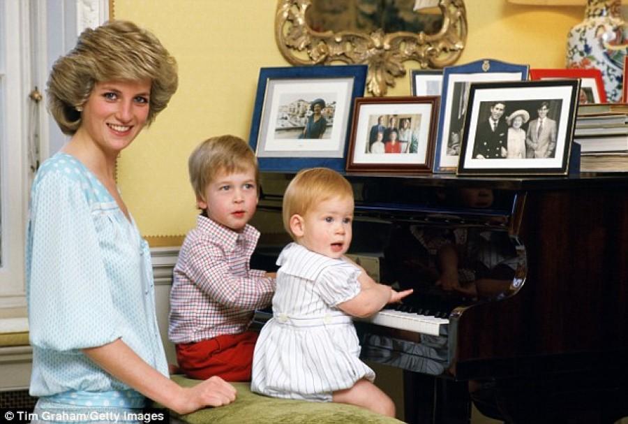 Anyám rémálom lenne nagymamaként! - Vilmos herceg ezt mondta édesanyjáról