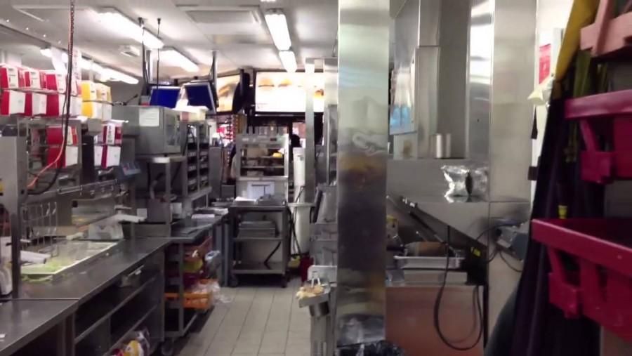A volt Mekis dolgozó kitálalt, gusztustalan dolgok folynak a gyorsétterem konyháján!