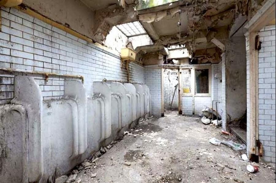 A fiatal lány vett egy nyilvános WC-t, mindenki kinevette! Aztán beleköltözött...