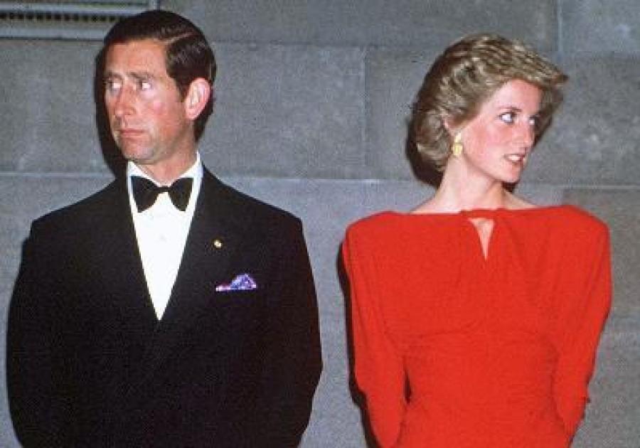 Sose találnád ki, hogy kitől kapott engedélyt rá Károly, hogy megcsalja Dianat!