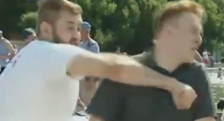 Brutális! Élő adásban törték el a riporter állkapcsát!! (VIDEO)