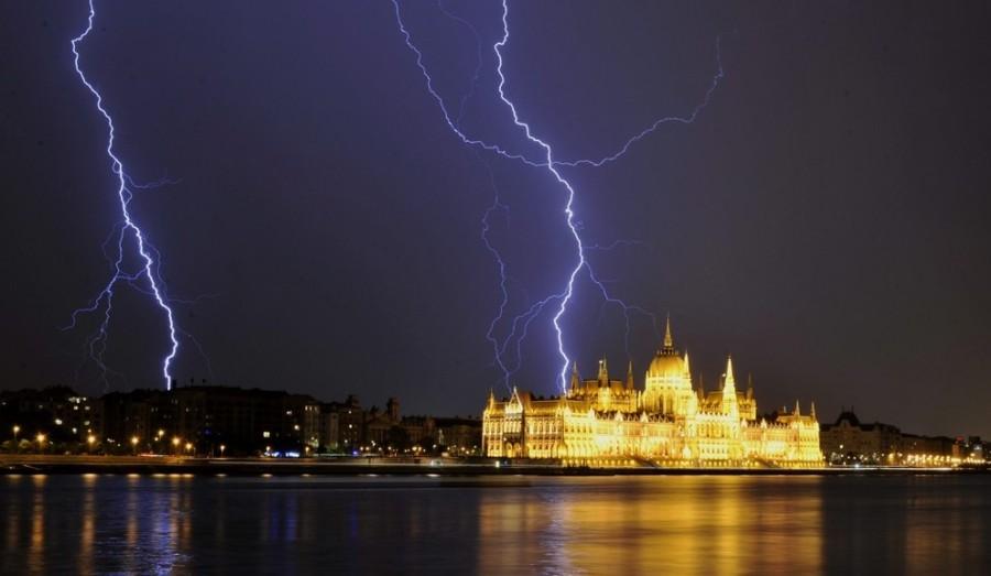 Itthon: Nagy viharok jönnek 15 megyére adtak ki riasztást az időjárás miatt!