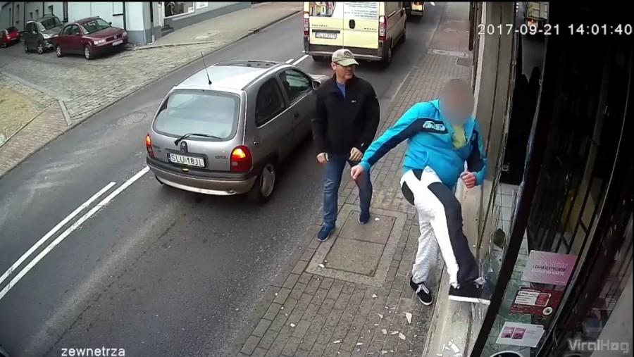 Betörte a kirakat üvegét, de ami után történt! Most mondják, hogy nem létezik a karma! (VIDEO)