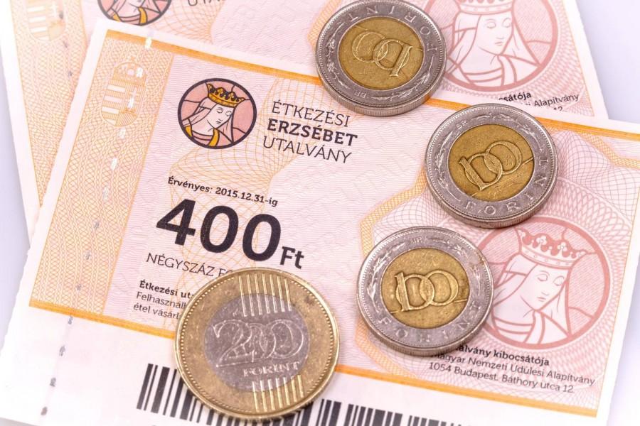 Lázár János bejelentette: Ennyi plusz pénzt kapnak a nyugdíjasok idén!