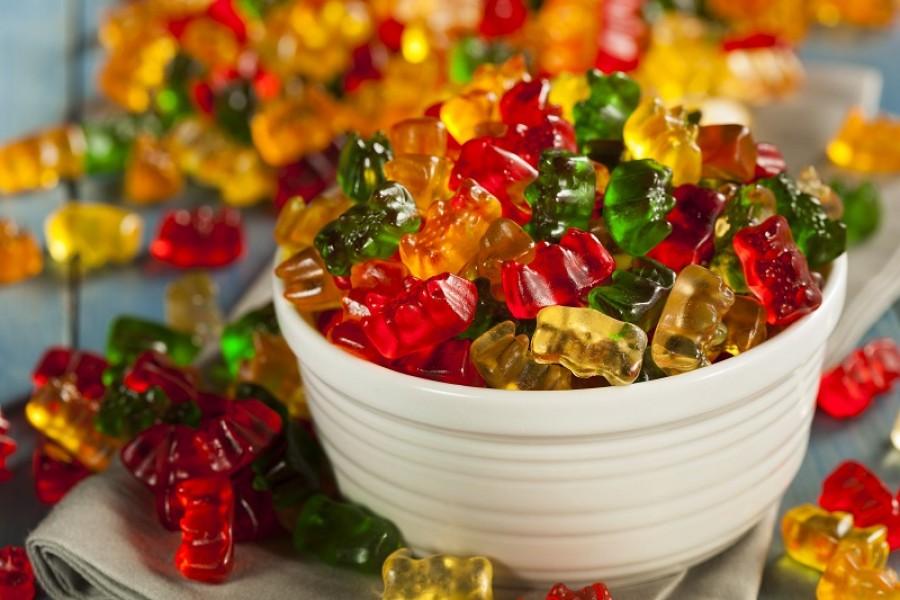 Szereted a gumicukrot? Nem biztos, hogy szívesen fogsz ezután enni ha megtudod milyen körülmények közt készül!