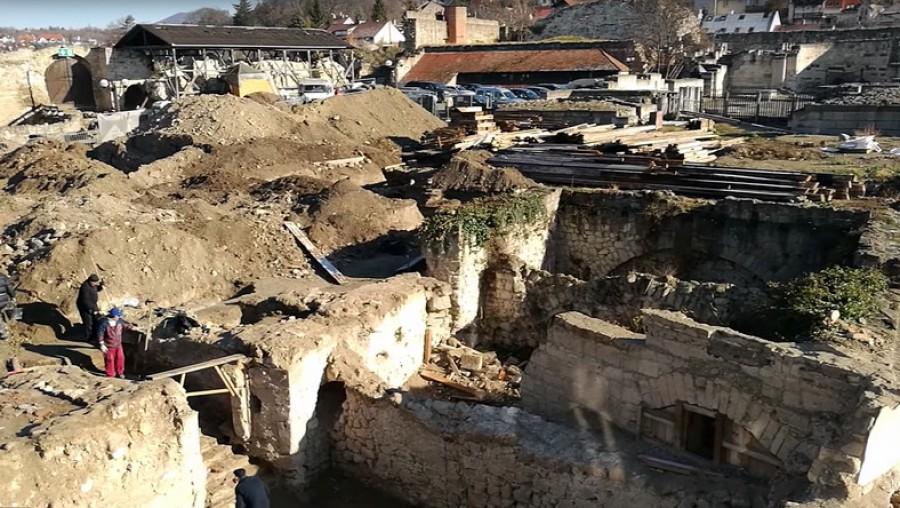 Felszínre került az Egri vár titka a próbafeltárás során: Csodálatos dolgokat találtak!