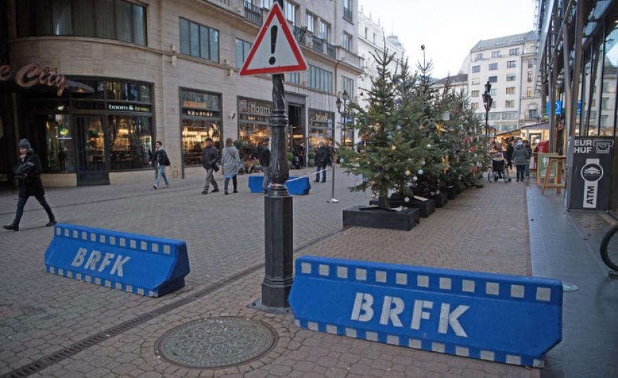 Így néz ki a karácsonyra készülő Budapest, a terror árnyékában. (VIDEÓ)