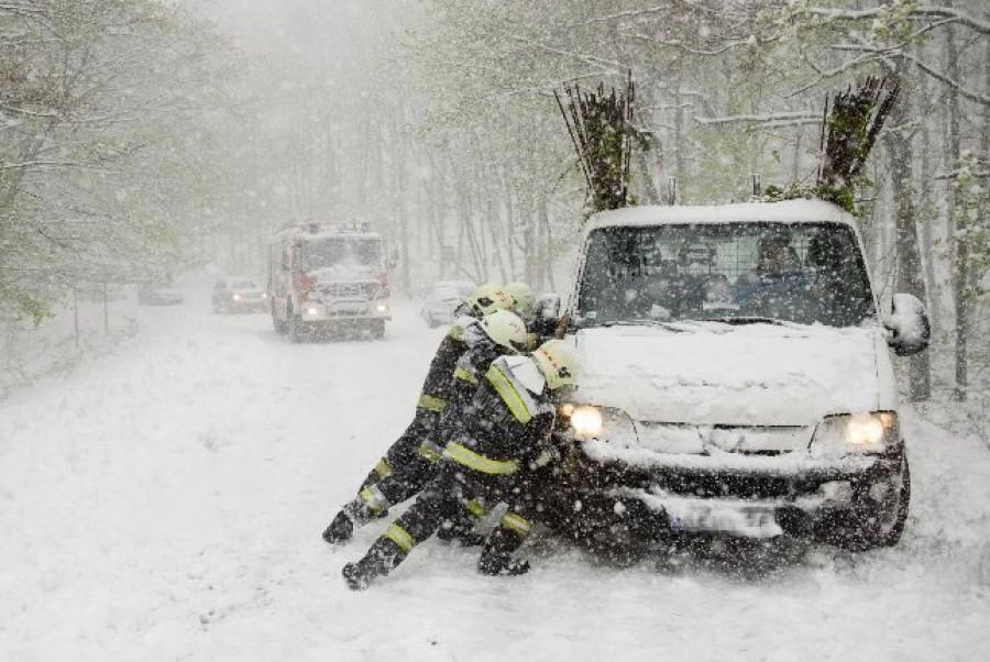 Friss! Nem csak a hegyekben havazik, akár 20 centi hó is hullhat!