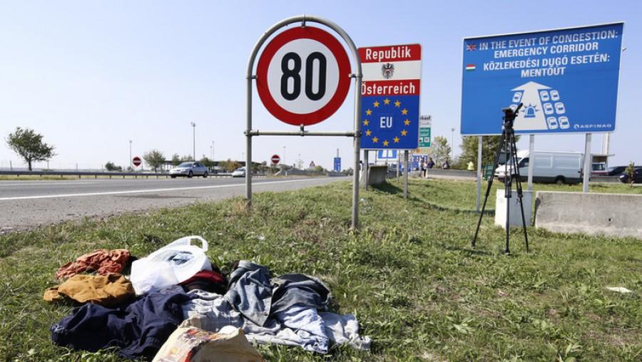 Rengetegen felháborodtak! Táblával üzenik ezt az Osztrák-Magyar határon a sógorok!