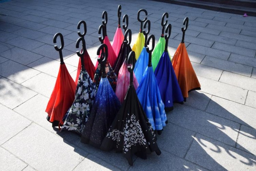 Megőrülnek a hölgyek az új különleges esernyők iránt!