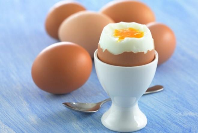 Tökéletes főtt tojás nem is olyan egyszerű mint gondoltuk, mutatjuk, hogy csináld!