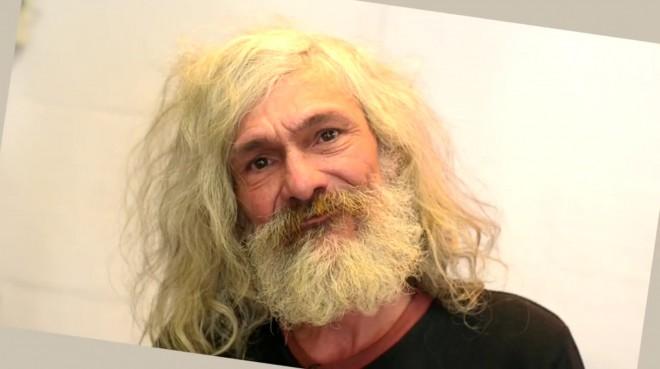 Szívdöglesztő férfi lett a hajléktalanból! Mikor meglátta az eredményt sírva fakadt! (VIDEO)