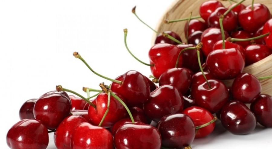 Kukacos a cseresznyéd? Ne dobd ki! Mutatjuk nagyanyáink trükkjét!